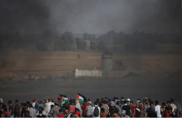 Palestinian demonstrators gather during a protest demanding the right to return to their homeland, at the Israel-Gaza border in the southern Gaza Strip May 25, 2018. REUTERS/Ibraheem Abu Mustafa