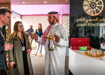 Guests are welcomed the traditional way at the Saudi Film Council pavilion in Cannes. (AN Photo/Ammar Abd Rabbo)