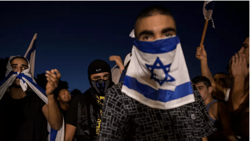 Israeli right-wing activists shout slogans during a rally against a Palestinian prisoner on a hunger strike, in Ashkelon, southern Israel. Aug. 16, 2015/AP