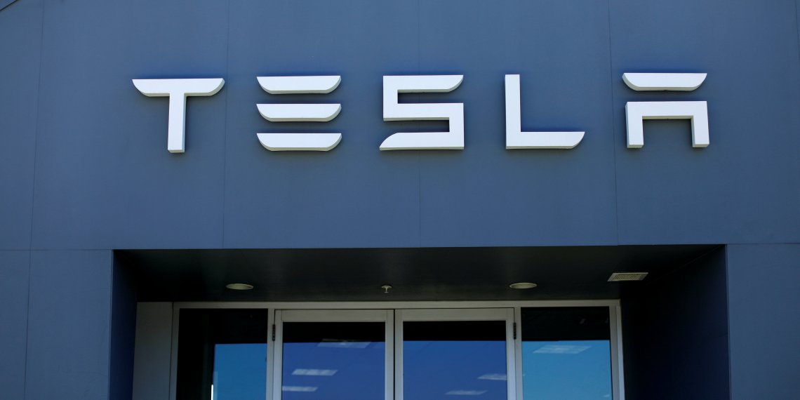 FILE PHOTO: A Tesla sales and service center is shown in Costa Mesa, California, U.S., June 28, 2018. REUTERS/Mike Blake/File Photo