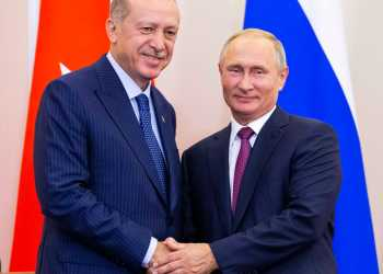 Russian President Vladimir Putin (R) and his Turkish counterpart Tayyip Erdogan shake hands during a news conference following their talks in Sochi, Russia September 17, 2018. Alexander Zemlianichenko/Pool via REUTERS