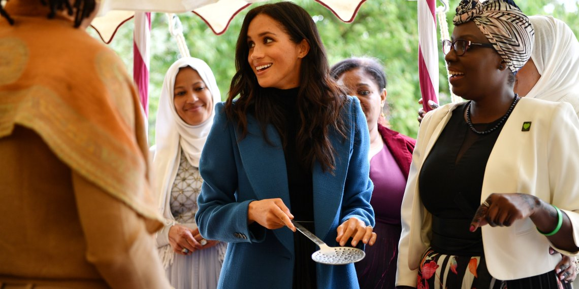 Meghan, Duchess of Sussex helps to prepare food at the launch of a cookbook with recipes from a group of women affected by the Grenfell Tower fire at Kensington Palace in London, Britain September 20, 2018. Ben Stansall/Pool via Reuters
