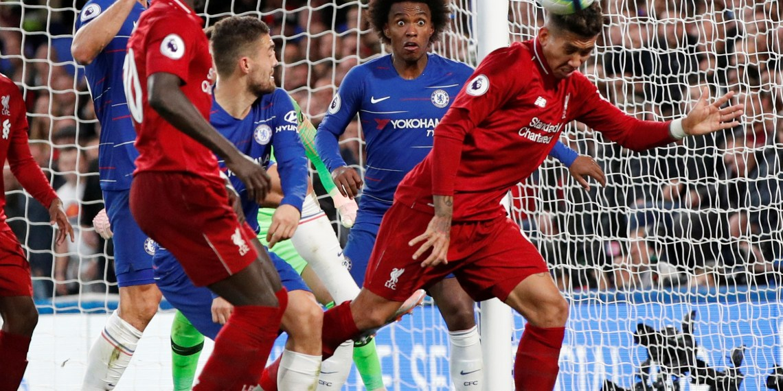 Soccer Football - Premier League - Chelsea v Liverpool - Stamford Bridge, London, Britain - September 29, 2018 Liverpool's Roberto Firmino in action with Chelsea's Willian Action Images via Reuters/John Sibley