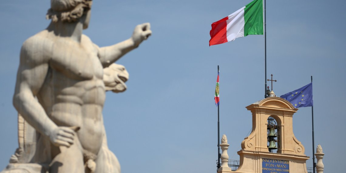FILE PHOTO: The Italian flag waves over the Quirinal Palace in Rome, Italy May 30, 2018. REUTERS/Tony Gentile/File Photo