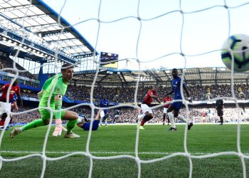 Soccer Football - Premier League - Chelsea v Manchester United - Stamford Bridge, London, Britain - October 20, 2018 Manchester United's Anthony Martial scores their first goal REUTERS/Dylan Martinez