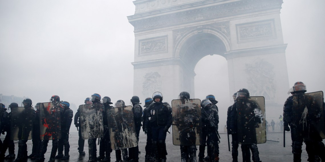 FILE PHOTO: French riot police stand guard at the Arc de Triomphe during clashes with protesters wearing yellow vests, a symbol of a French drivers' protest against higher diesel taxes, at the Place de l'Etoile in Paris, France, December 1, 2018. REUTERS/Stephane Mahe/File Photo