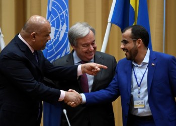 Head of Houthi delegation Mohammed Abdul-Salam (R) and Yemeni Foreign Minister Khaled al-Yaman (L) shake hands next to United Nations Secretary General Antonio Guterres (C), during the Yemen peace talks closing press conference at the Johannesberg castle in Rimbo, near Stockholm December 13, 2018. TT News Agency/Pontus Lundahl via REUTERS