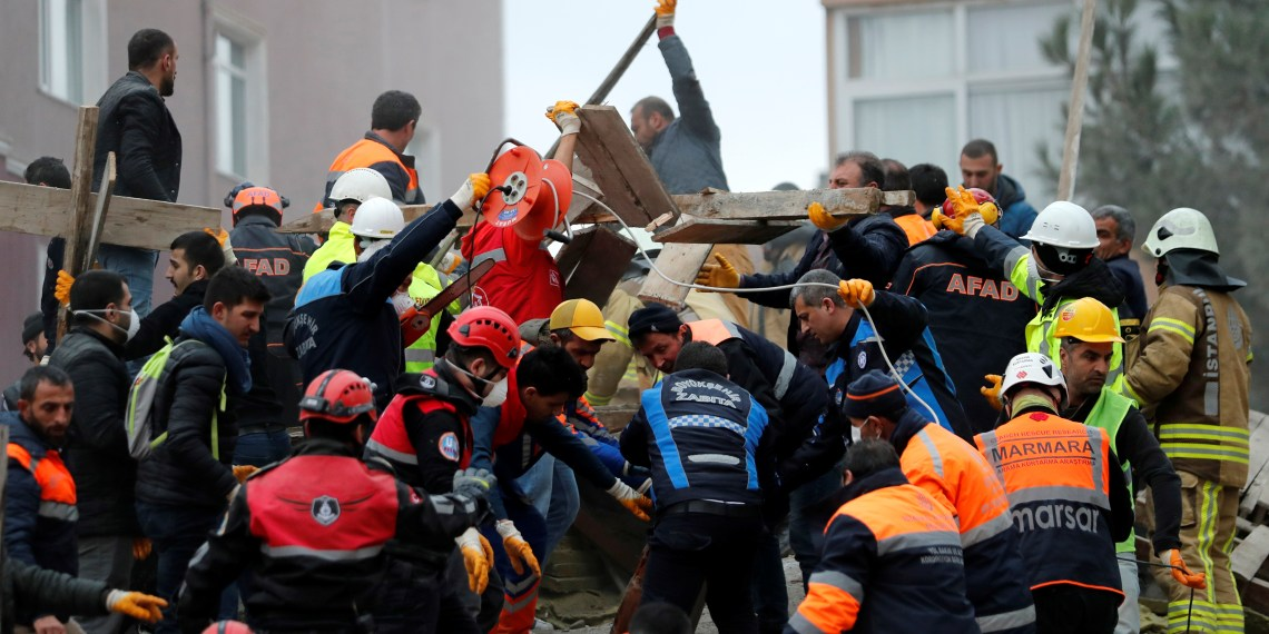 Rescue workers search for survivors at the site of a collapsed residential building in the Kartal district, Istanbul, Turkey, February 6, 2019. REUTERS/Murad Sezer