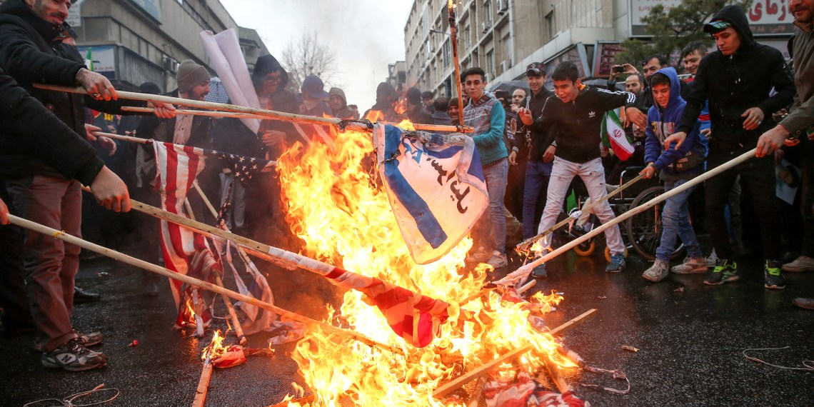 Iranians burn U.S. flags during a ceremony to mark the 40th anniversary of the Islamic Revolution in Tehran, Iran February 11, 2019. Meghdad Madadi/Tasnim News Agency/via REUTERS