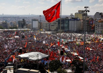 FILE PHOTO: Anti-government protesters gather during a rally at Taksim square in Istanbul, Turkey, June 9, 2013. REUTERS/Yannis Behrakis