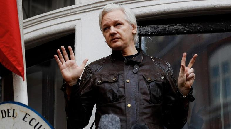 WikiLeaks founder Julian Assange is seen on the balcony of the Ecuadorian Embassy in London, Britain, May 19, 2017. (Reuters)