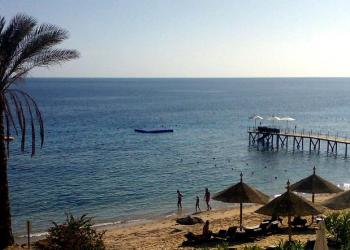 The resumption of trips to Red Sea resorts was seen as the real remedy for the blow tourism had suffered. (File photo: AP)