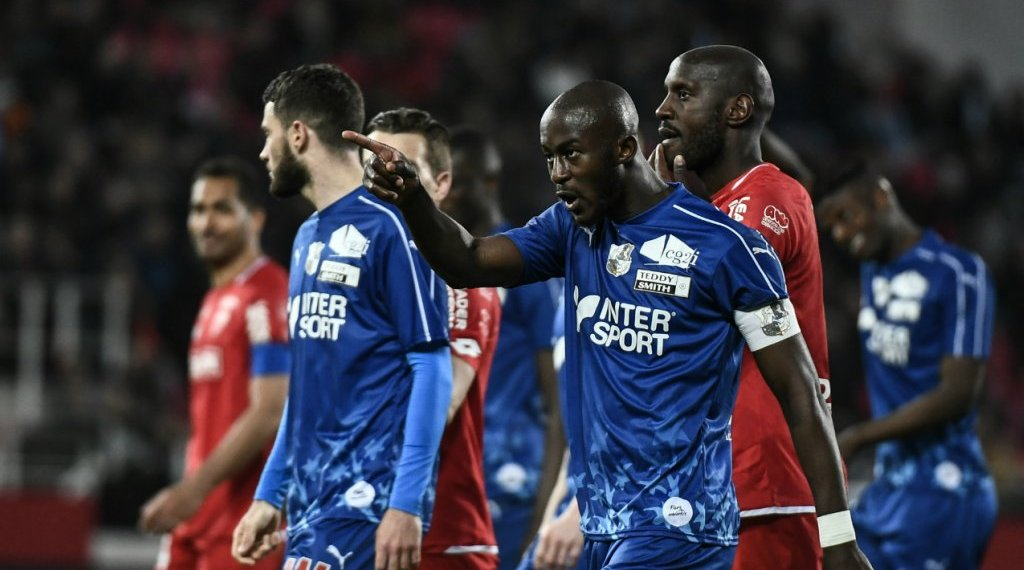 Jeff Pachoud, AFP   Amiens' defender Prince-Désir Gouano confronts fans during his team's match at Dijon on April 12, 2019.