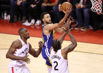 Stephen Curry of the Golden State Warriors attempts a shot against Serge Ibaka and Kawhi Leonard of the Toronto Raptors during Game Five of the 2019 NBA Finals in Toronto, Canada. (Getty Images/AFP)