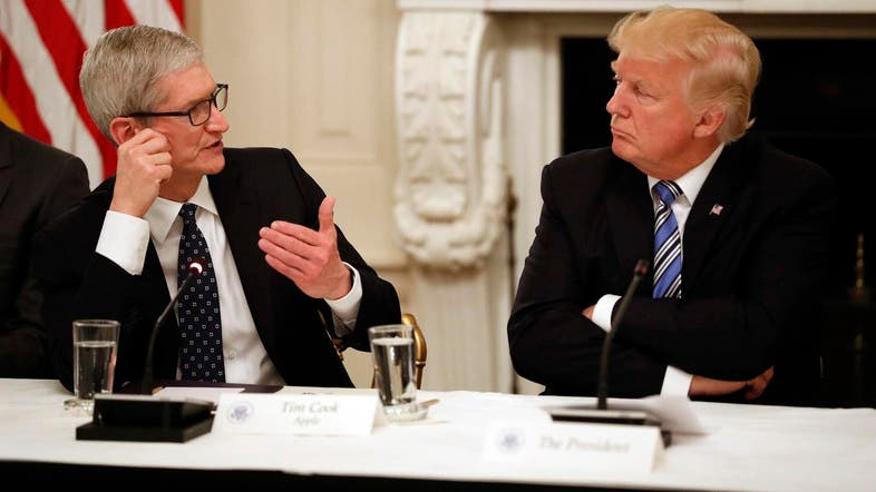 Tim Cook, CEO of Apple (left), speaks as President Donald Trump, listens during an American Technology Council roundtable in the State Dining Room of the White House. (File photo: AP)