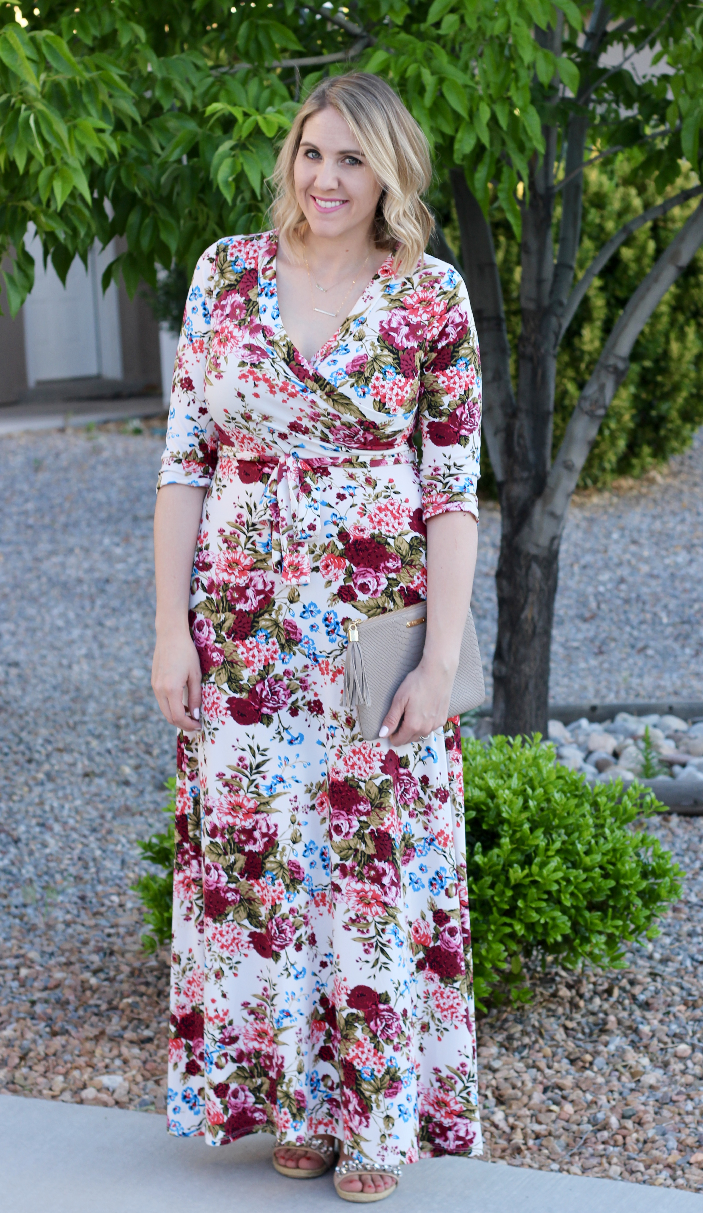 floral maxi dress pink blush, curvy style, #nursingfriendlydress #maxidress