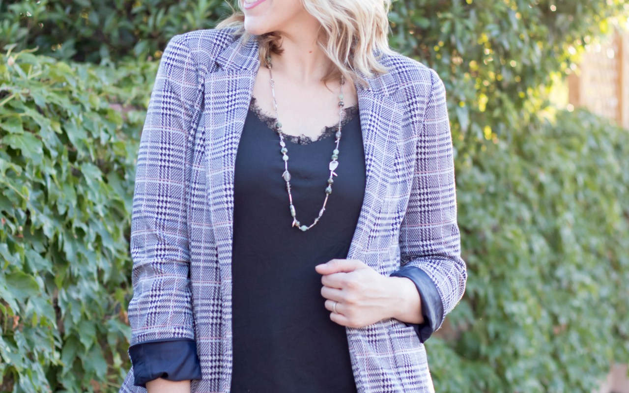 Kendra Scott necklace plaid blazer #kendrascott #plaidblazer #fallfashion