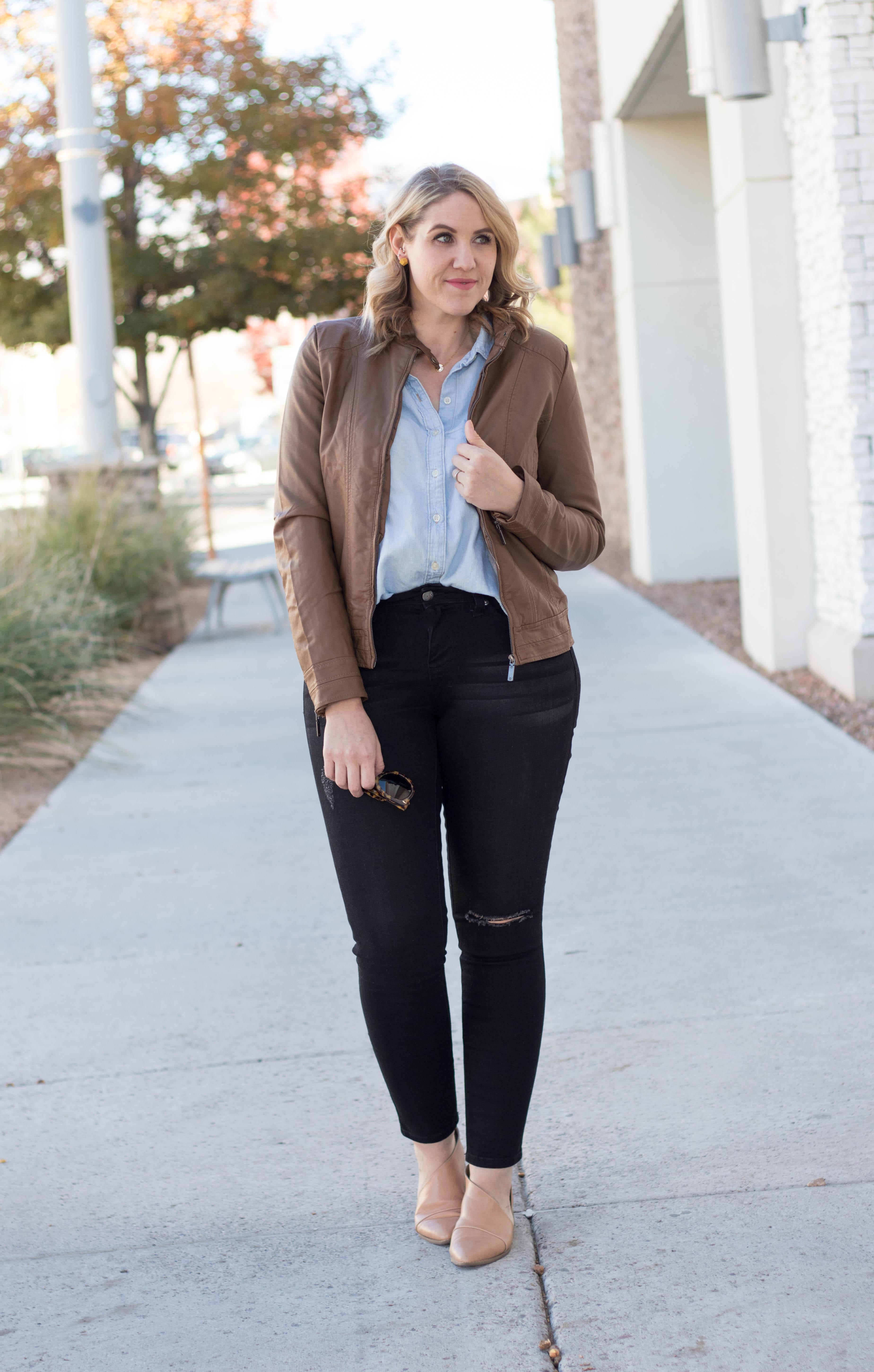 how to style a bomber jacket #bomberjacket #fallfashion #jeansoutfit