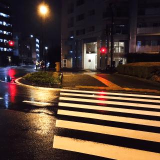 雨の夜の街