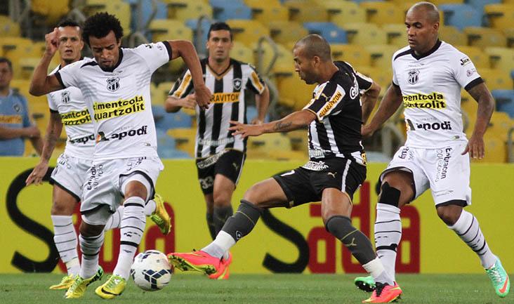 Com participação importante nos dois gols do Vozão, Hélder Santos foi um dos destaques