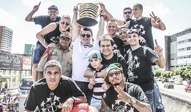 Diretoria e atletas estiveram presentes na carreata em comemoração ao título de campeão da Copa do Nordeste.