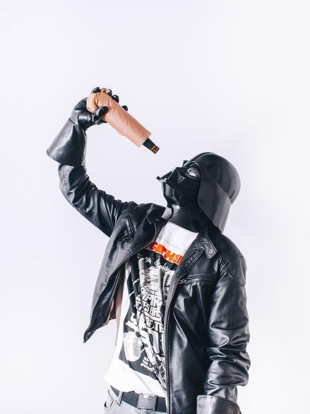 058c61f3a544ca875d539c1a98b3350f Fotografo retrata o dia a dia banal de Darth Vader