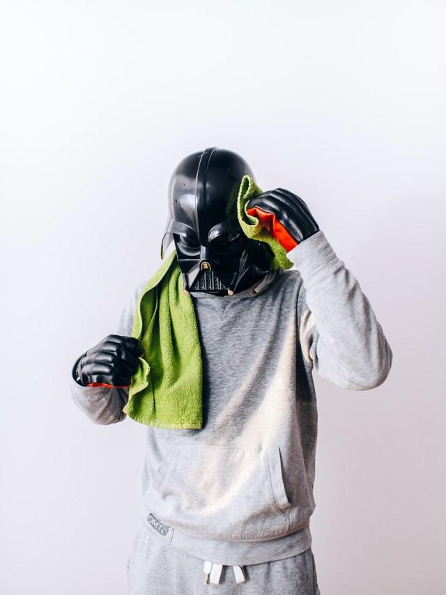 619a58d98b37e7dc3014a1dc8f0c3853 Fotografo retrata o dia a dia banal de Darth Vader