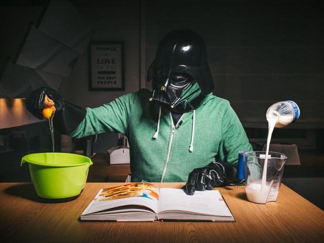 08819008d32e12f896973e98b7d8930a Fotografo retrata o dia a dia banal de Darth Vader