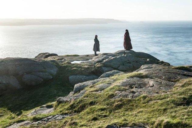 703-dragonstone-varys-melisandre-1 Game of Thrones | Divugadas fotos do terceiro episódio da 7ª temporada