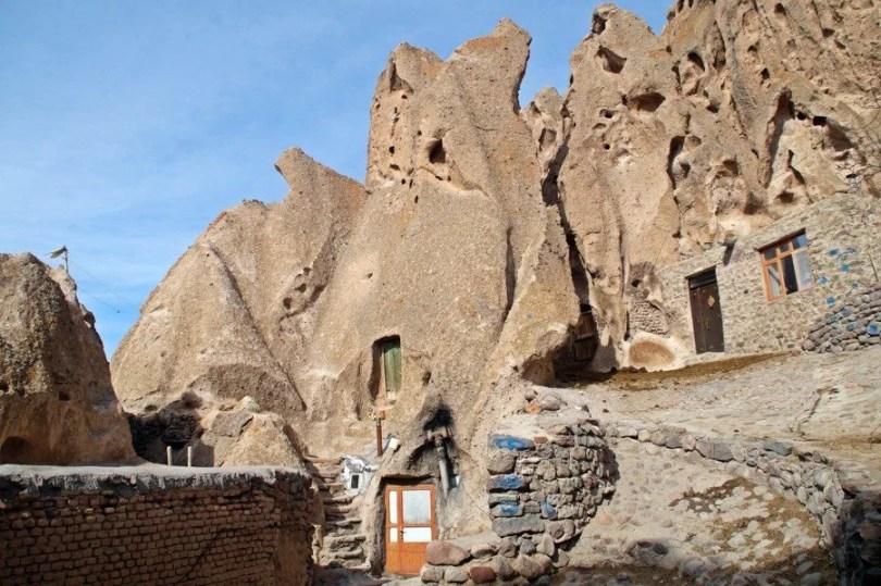 casa entrada das casas na caverna ira 1387889 - Velhas Casas de Pedras no Irã