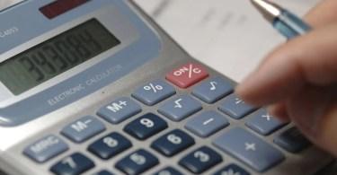 calculadora   manuelh istock - Brasileiros podem tirar sua 2ª via de CPF pela Internet