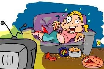 pessoa vendo tv 1 noite madrugada