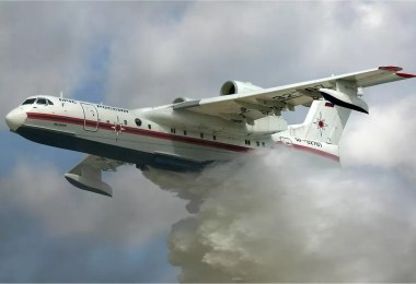 Autonomia de voo 3.300 km Comprimento 32 m Velocidade máxima 700 kmh Velocidade de cruzeiro 560 kmh Envergadura 33 m Peso 27.600 kg Tipo de motor Progress D 436 - Aeroporto? Para que aeroporto? Conheça o Beriev Be-200 Altair