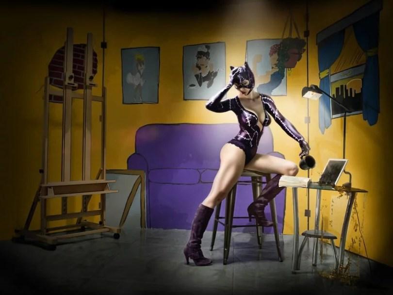 1 Catwoman 593848ae275a6  880 - 10 fotografias de uma coleção de arte que retrata heróis em situações humanas