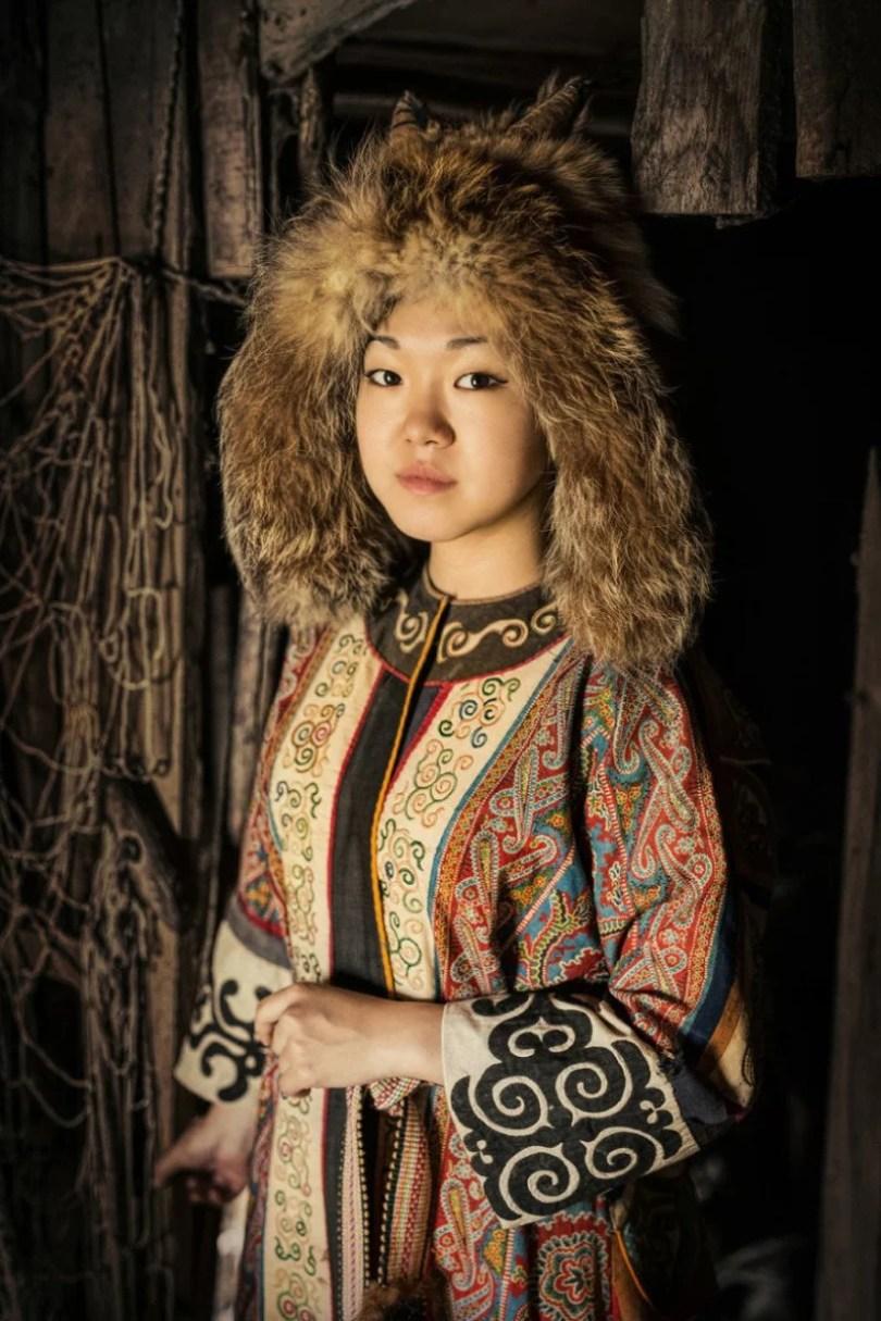 35 Portraits Of Amazing Indigenous People of Siberia From My The World In Faces Project 59476ed28cfd6  880 1 - Fotógrafo faz cliques de pessoas comuns na Sibéria e o resultado é maravilhoso
