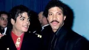 "Michael Jackson e Leonel Richie - Mais de 30 anos: Michael Jackson e Leonel Richie escrevem ""We are the World"""