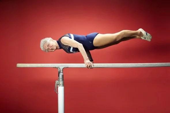 johanna quaas tcm28 407307 - Alemã aos 91 anos se apresenta nas barras paralelas