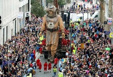 marionetes gigantes 2 - Marionetes gigantes no Canadá