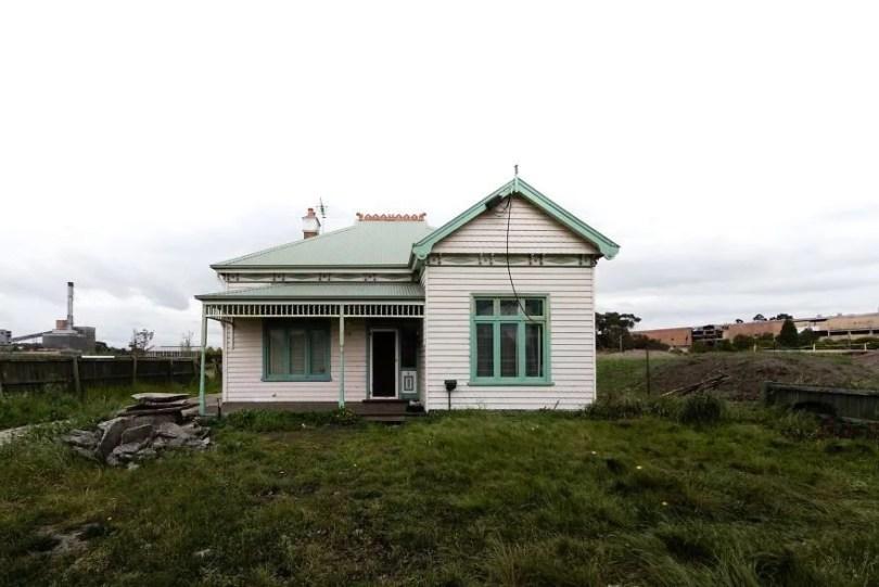 artista pinta em casa que sera demolida9 - Artista pinta rosto de mulheres em casa que será demolida na Austrália