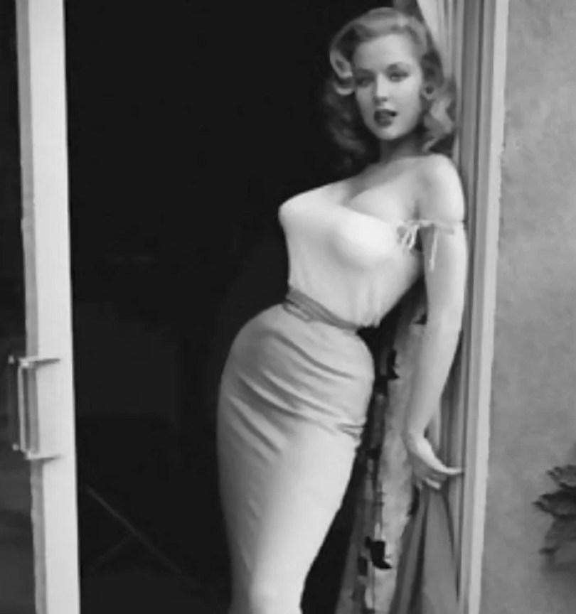bullet bra fashion vintage sutiã cone moda mulheres anos 1940 1950 28 - Beleza da Mulher nas décadas de 40 e 50 e os sutiãs de bicudos