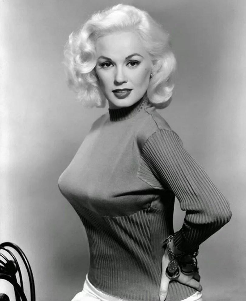 bullet bra fashion vintage sutiã cone moda mulheres anos 1940 1950 32 - Beleza da Mulher nas décadas de 40 e 50 e os sutiãs de bicudos