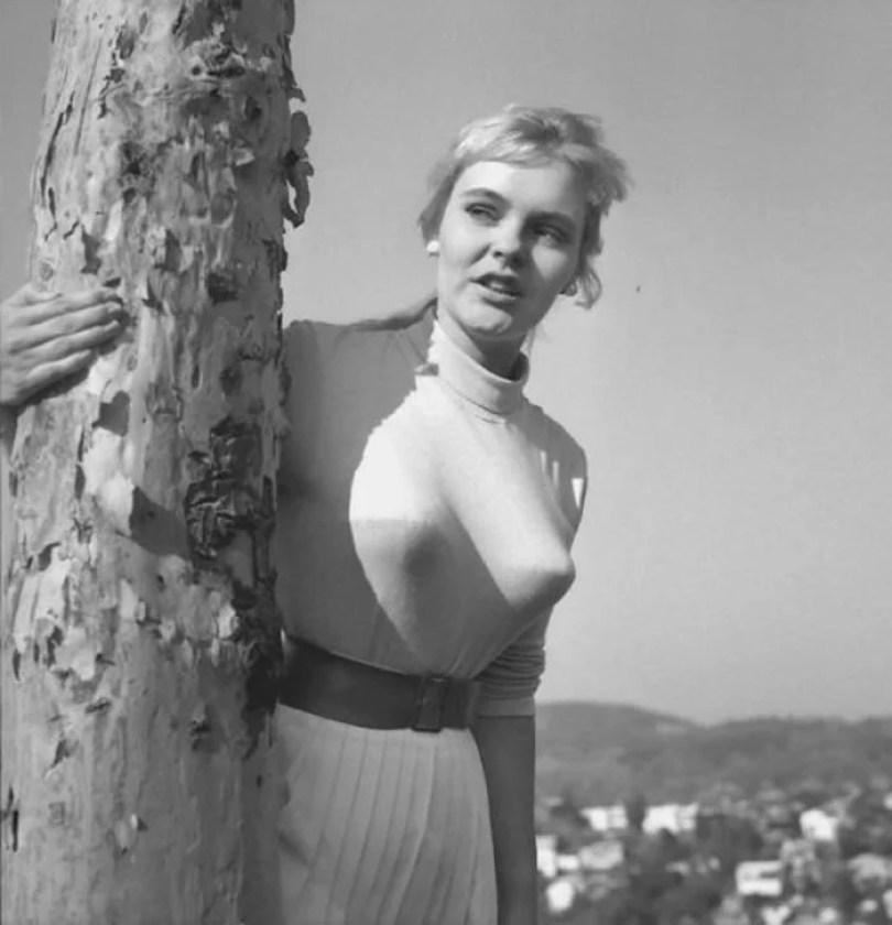 bullet bra fashion vintage sutiã cone moda mulheres anos 1940 1950 42 - Beleza da Mulher nas décadas de 40 e 50 e os sutiãs de bicudos