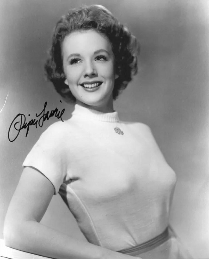 bullet bra fashion vintage sutiã cone moda mulheres anos 1940 1950 67 - Beleza da Mulher nas décadas de 40 e 50 e os sutiãs de bicudos