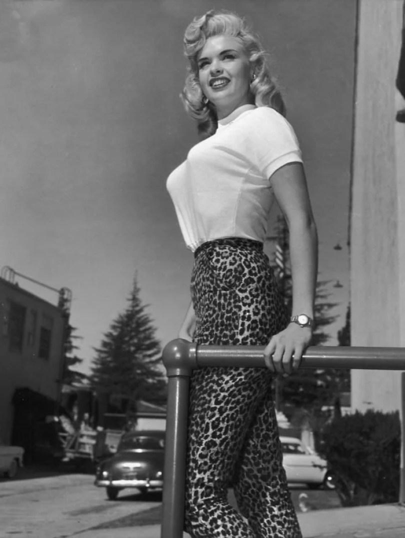 bullet bra fashion vintage sutiã cone moda mulheres anos 1940 1950 8 - Beleza da Mulher nas décadas de 40 e 50 e os sutiãs de bicudos