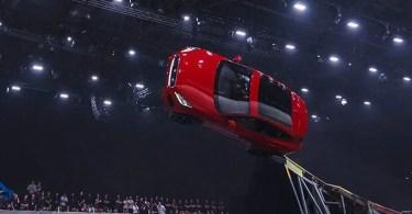 jaguar Furthest barrel roll in a production vehicle Jaguar tcm25 481780 - Especialistas em caracterização com maquiagem em Hollywood