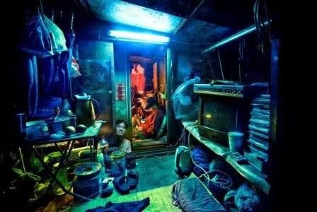 micro apartamentos de Hong Kong15 - Fotos mostram realidade enfrentada em mini apartamento de Hong Kong