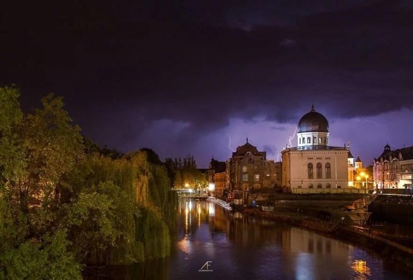 foto romenia7 - Fotógrafo romeno sai durante tempestades para tirar fotos de raios