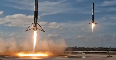 Falcon Heavy side booster landings SpaceX crop - Onde rever ao lançamento noturno do Falcon Heavy?