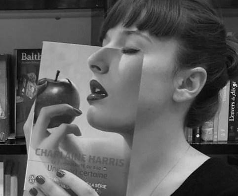 capa rosto livraria librarie mollat - Funcionários entediados de livraria se divertem com capa de livros