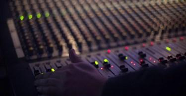"""audio 1839162 1920 - Há 25 anos era lançada a música dos casais apaixonados """"Back for Good"""""""
